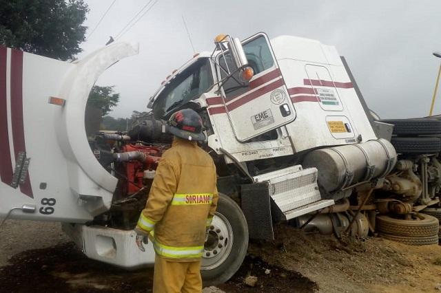 PC atiende volcadura de pipa en la autopista Orizaba-Puebla
