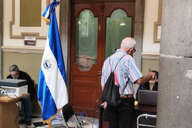 Recurren a consulado móvil más de 40 salvadoreños en Puebla