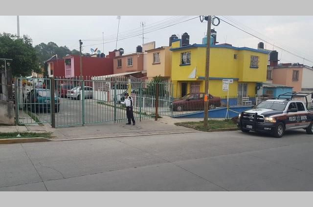 Colocan portones de seguridad en colonias de Teziutlán