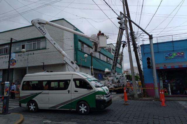 Trabajos de CFE dejan a varios negocios sin luz en Tehuacán