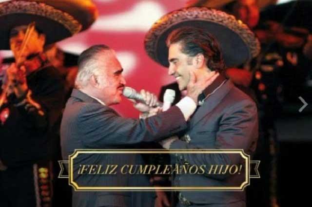 El Potrillo cumple 46 años y Vicente Fernández se enorgullece de él