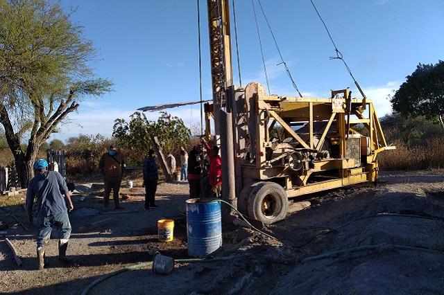 Hallan agua en Tepanco de López tras perforación de pozo