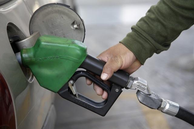 Bajan precio de la gasolina Magna con estímulo de la SHCP