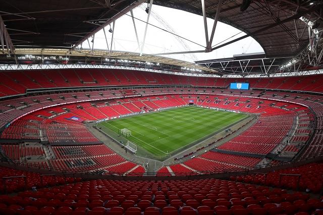 Público volvería a estadios de la Premier League a partir de mayo