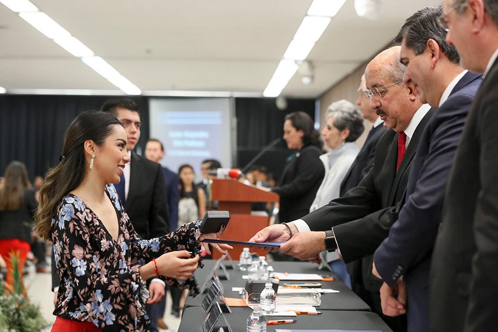 Alumnos de IBERO Puebla destacan en el Premio CENEVAL