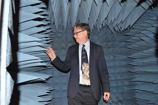 Premio Nobel de Física 2006 visitó el Inaoe en Tonantzintla