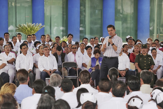 Entrega Peña hospital de Izúcar y destaca avance en reconstrucción