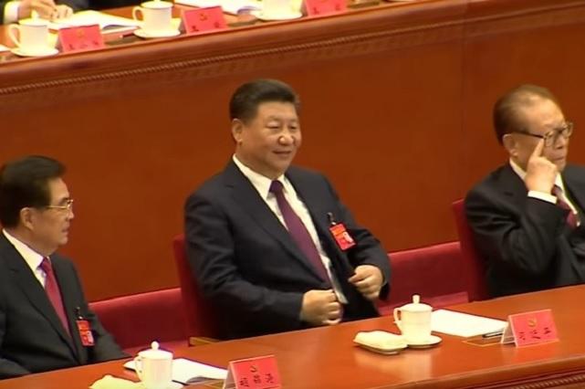 Loret de Mola desmiente presencia de presidente chino en investidura de AMLO