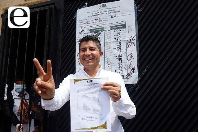 Rivera Pérez recibe constancia; ya es presidente electo