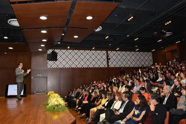 Encuentro de preuniversitarios con el rector de Universidad Anáhuac
