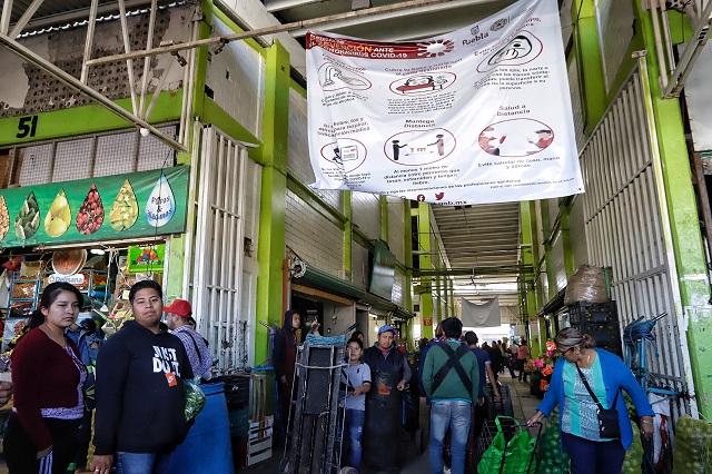 """Bancos, mercados y transporte, sin """"sana distancia"""" en Puebla"""