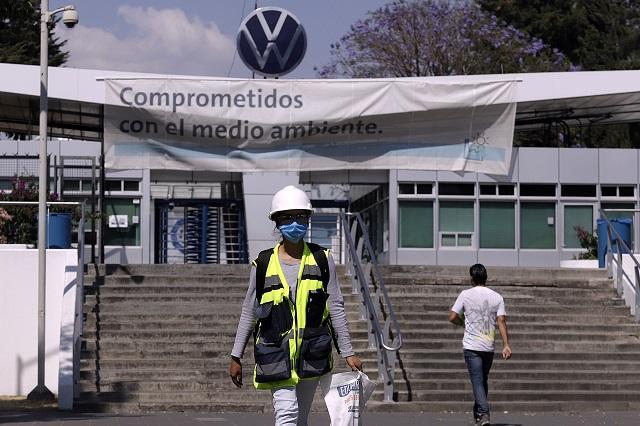 Trabajadores de VW donan despensas para 450 familias