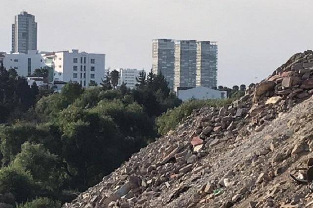 Vecinos protestan por tiradero de escombros, de antorchistas