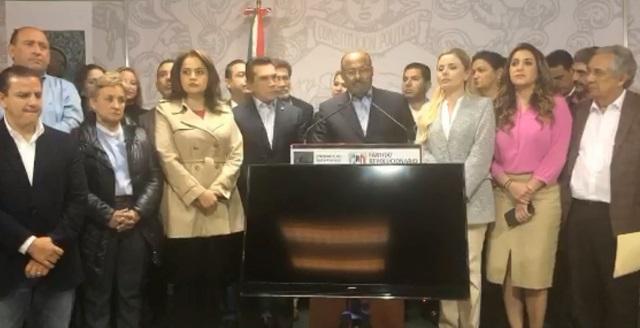 PRI no acepta renuncia de René Juárez y seguirá coordinando diputados
