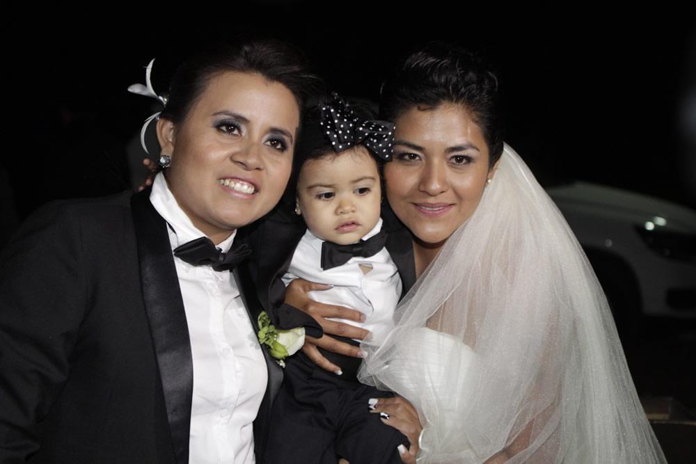 Primer Matrimonio Gay Catolico : Puebla celebra su primera boda gay en la historia e