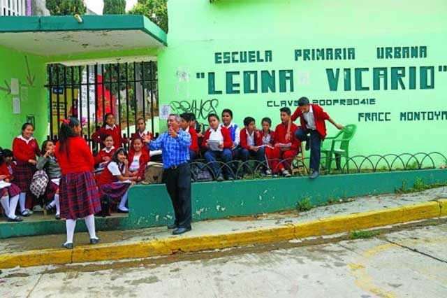 Profesor de Oaxaca se le rebela a la CNTE y da clases en la calle