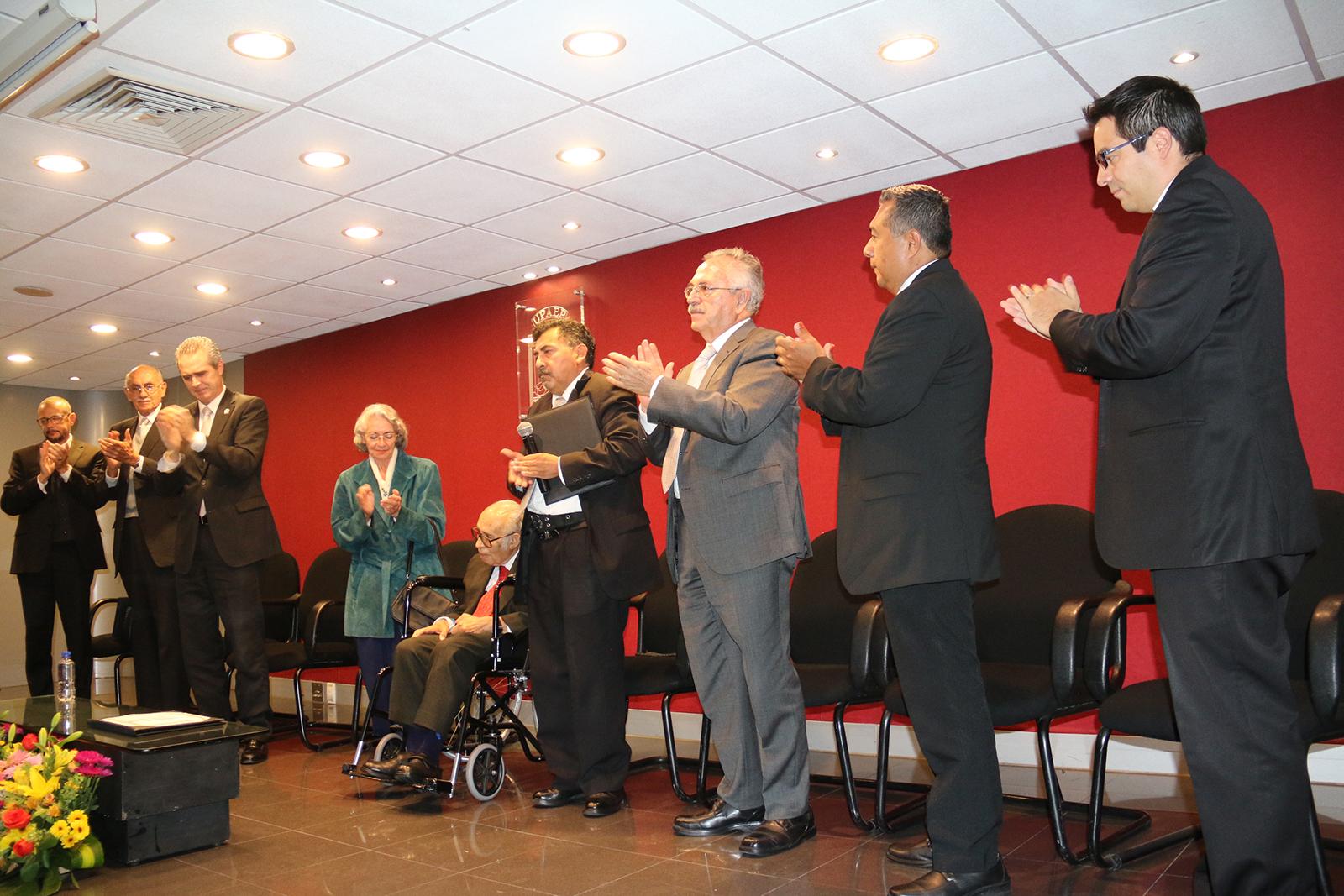 Recibe Don Manuel Díaz Cid grado de Profesor Emérito de la UPAEP