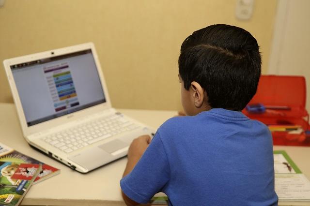 Sin computadora e internet en Acatlán temen perder el ciclo escolar