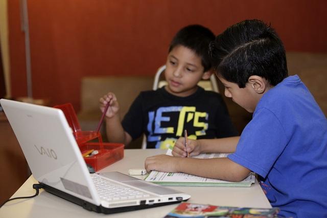 Avalan padres que ciclo escolar en Puebla concluya en línea