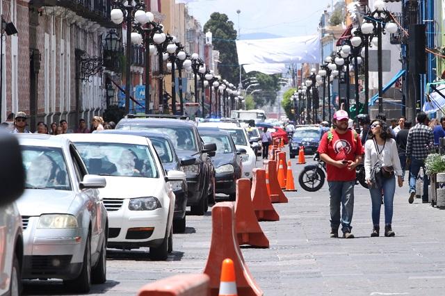 Bajan vehículos velocidad en primer día de peatonización del Centro