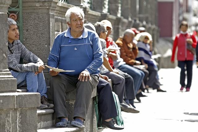 Preparan a médicos poblanos para atender a los adultos mayores