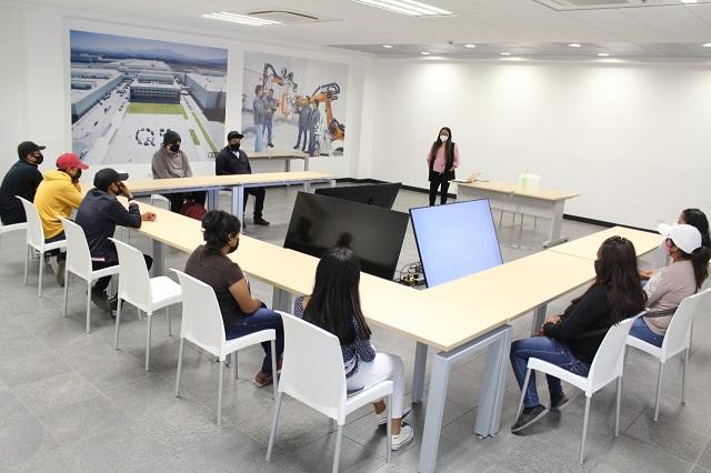 Programa de UTP prepara a jóvenes para examen en AUDI