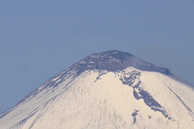 Propone matrimonio a su novia en cima de montaña y ambos caen al vacío