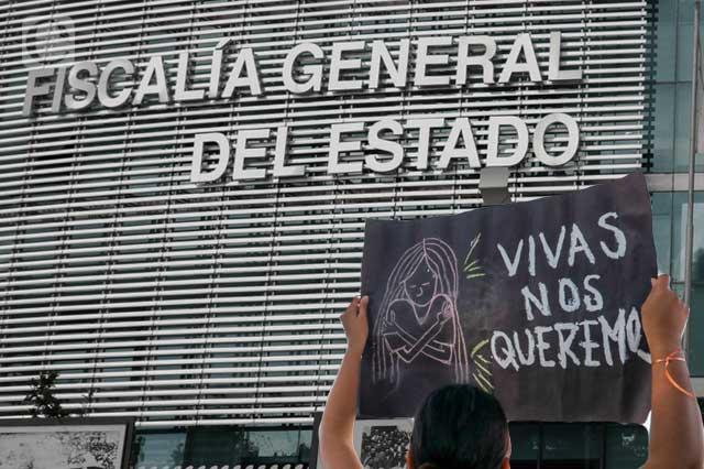Fiscalía de Puebla vende morbo, minimiza y hasta justifica delitos