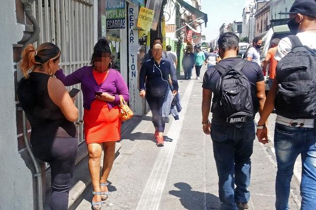 Sin operativos, se desborda la prostitución en Centro de Puebla
