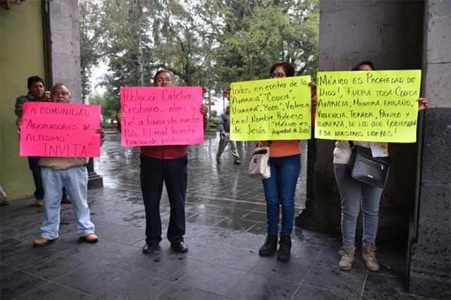 Religiosos protestan en Xalapa y exigen alto a los saqueos