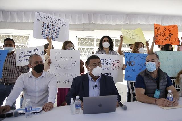 Protestan en PAN por candidaturas y Genoveva Huerta culpa a Barbosa