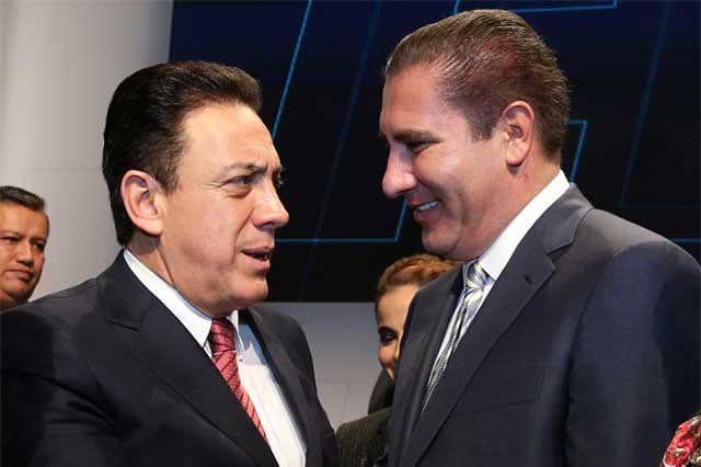 Asiste RMV a toma de protesta del gobernador de Hidalgo, Omar Fayad