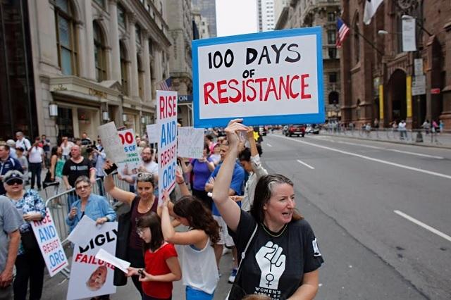 Protestan miles contra Trump en sus primeros 100 días de mandato