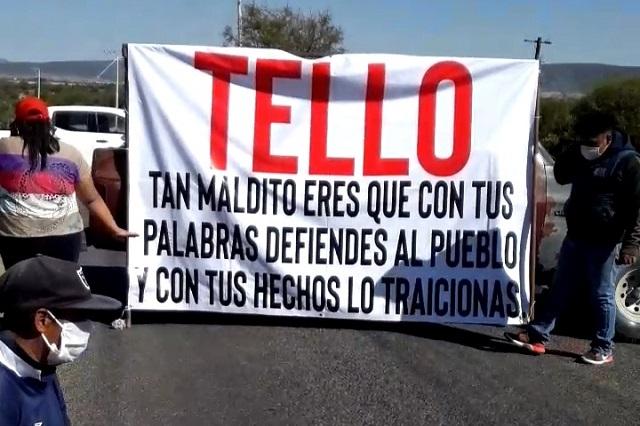 Siguen conflictos en Coyotepec, otra vez bloquean carretera