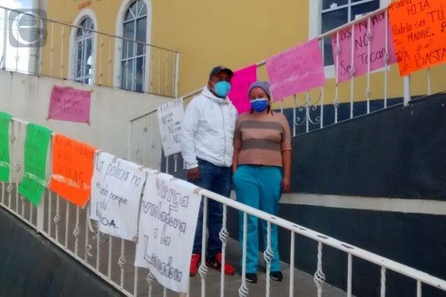 Bloquean Tejocotal-Zacatlán por liberación de presunto violador
