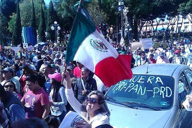 Marchan miles en Puebla contra gasolinazo y piden salida de EPN