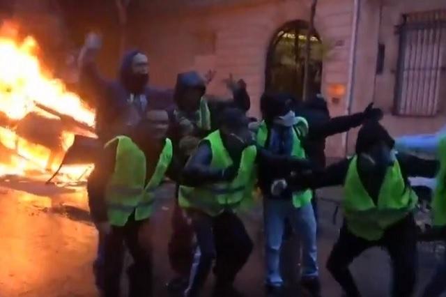 Protestas callejeras obligan a Francia a suspender impuesto a combustibles