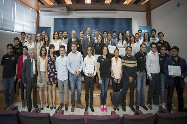 Reconoce Esparza  a ganadores de  concurso de prototipos tecnológicos