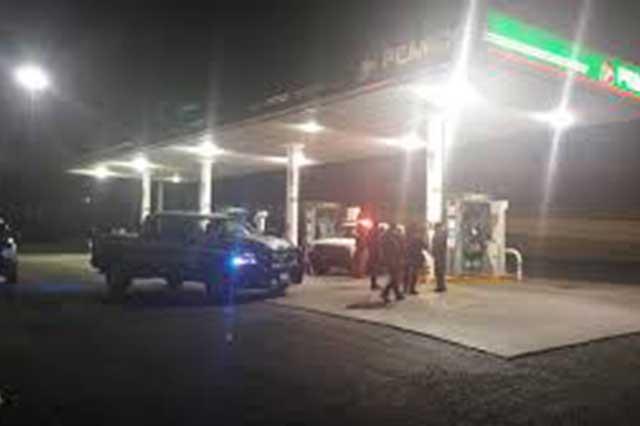 Hombre llega con 4 balazos a gasolinera de Totimehuacán