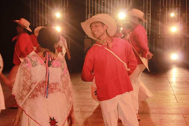 Espectacular estreno de Puebla de mil Amores, en el CCU de la BUAP