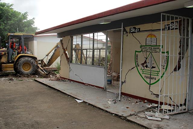 Escuelas en reconstrucción, listas en seis meses más: SNTE