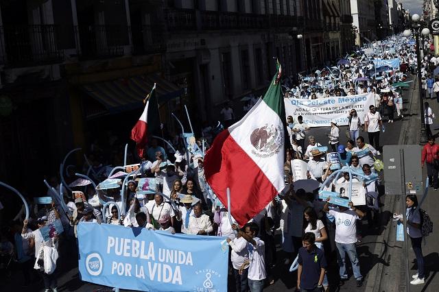 Con apoyo de panistas, marchan en Puebla contra el aborto