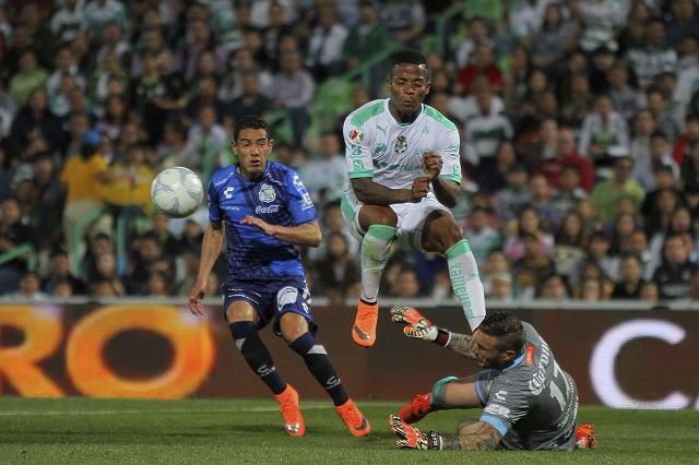 Con 10 hombres, Puebla empata 1-1 ante Santos