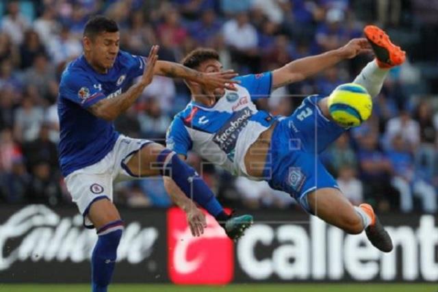 AT&T, México se une a la franja del Club Puebla como nuevo patrocinador