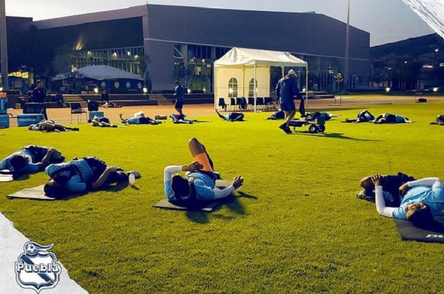 Intensos y dedicados se preparan futbolistas del Club Puebla