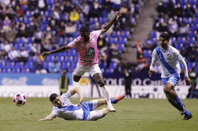 Puebla deja escapar la victoria y cae ante Pachuca en el Cuauhtémoc