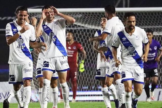 Puebla golea, agrada y es líder de la Liga MX