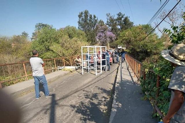 Tras manifestaciones, reparan puente de las Vigas en Nexatengo