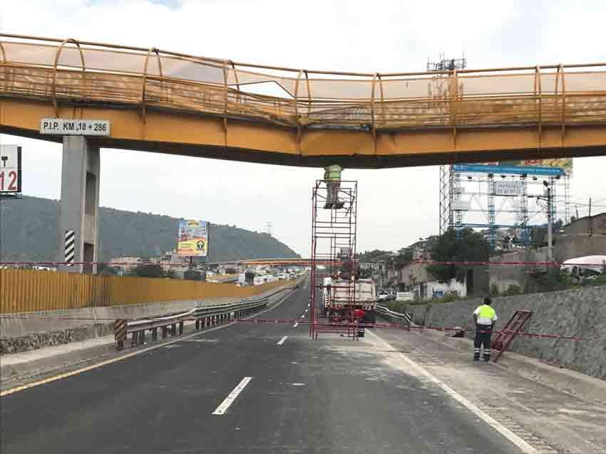 Puente dañado en la carretera México-Puebla
