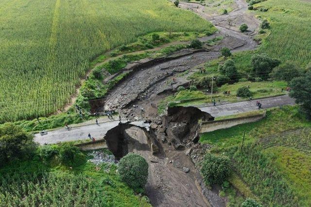 Inhabilitado tramo de carretera Tlachichuca por caída de puente